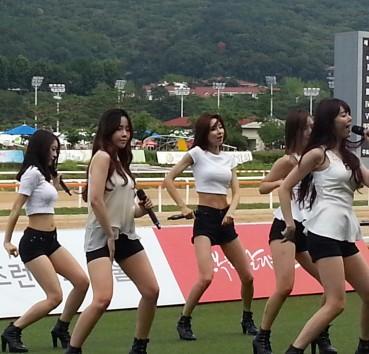 Dalshabet at Seoul Racecourse!