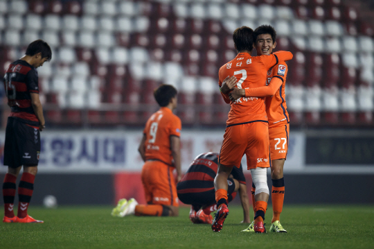 Jeju players celebrate at FT in the 4-3 match.