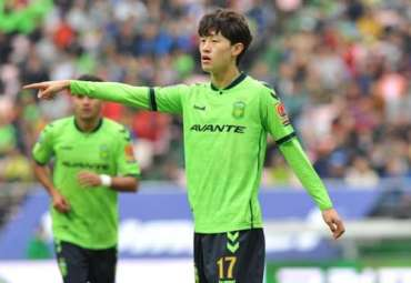 Lee Jae Sung in action for Jeonbuk